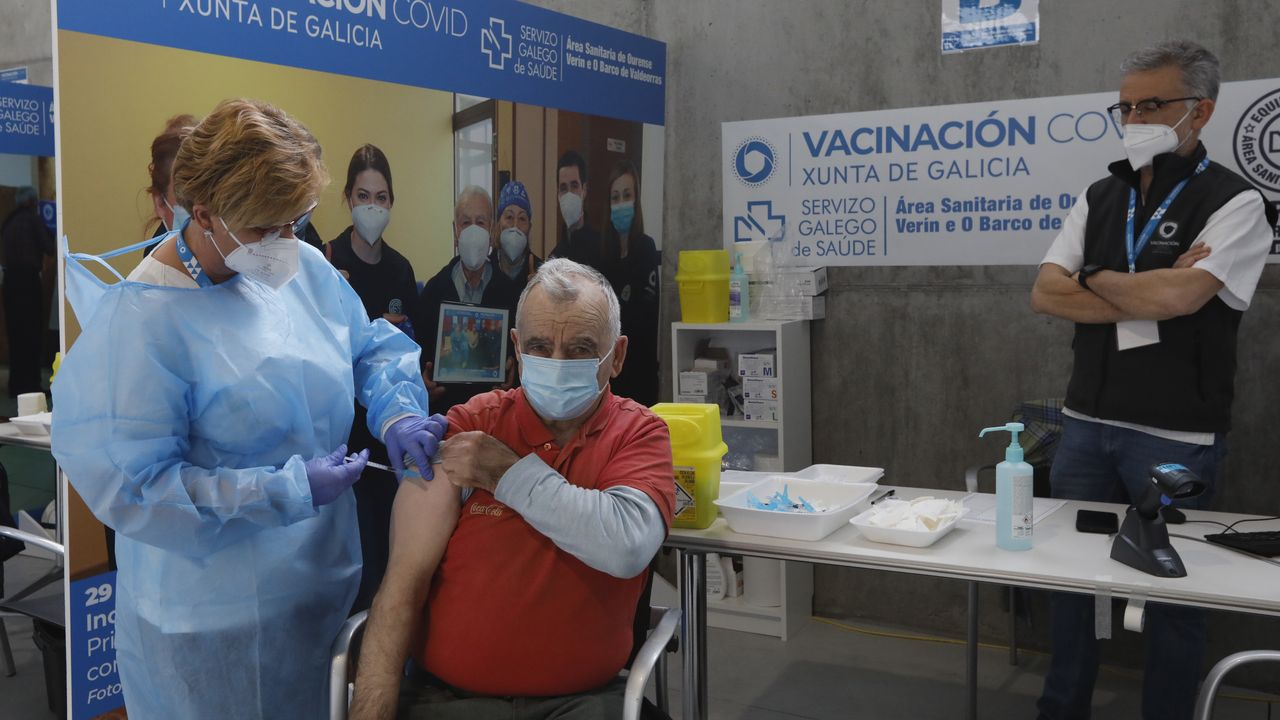 Vacunación contra el covid de personas de entre 65 y 69 años en Expourense