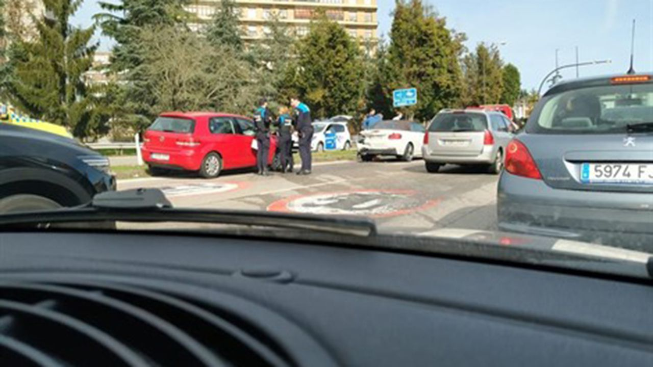 Accidente en la Plaza de Castilla de Oviedo