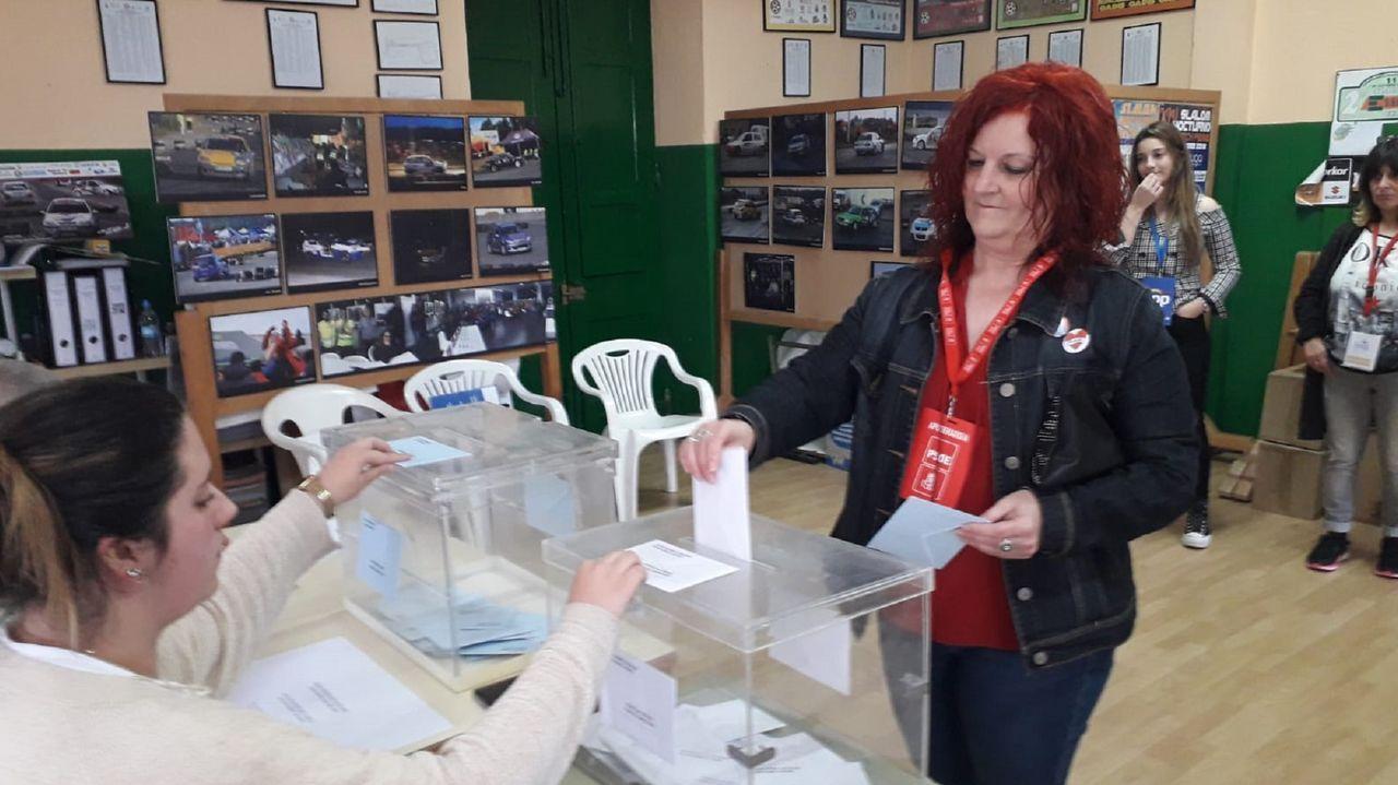 Sánchez posa en vaqueros y zapatillas con todos sus ministros.La portavoz del grupo municipal socialista, Mar Piñeiro,votando en las pasadas elecciones de mayo