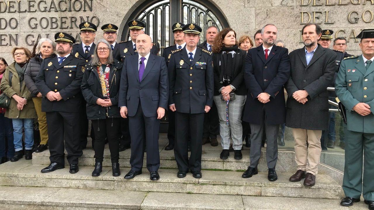 El delegado del Gobierno presidió el minuto de silencio celebrado este lunes en A Coruña en repulsa por el crimen machista de Lugo
