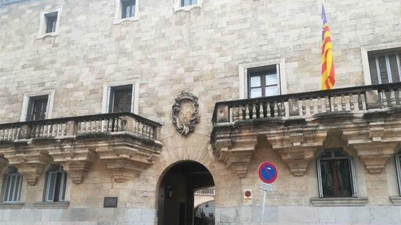 La Rapa das Bestas de Vimianzo, ¡en un centenar de imágenes!.Fachada de la Audiencia Provincial de Baleares