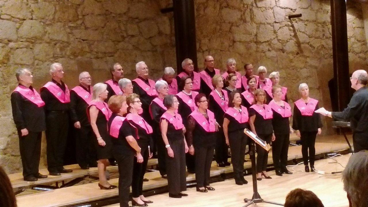 En la imagen, el coro sénior del campus de Ferrol, en una actuación