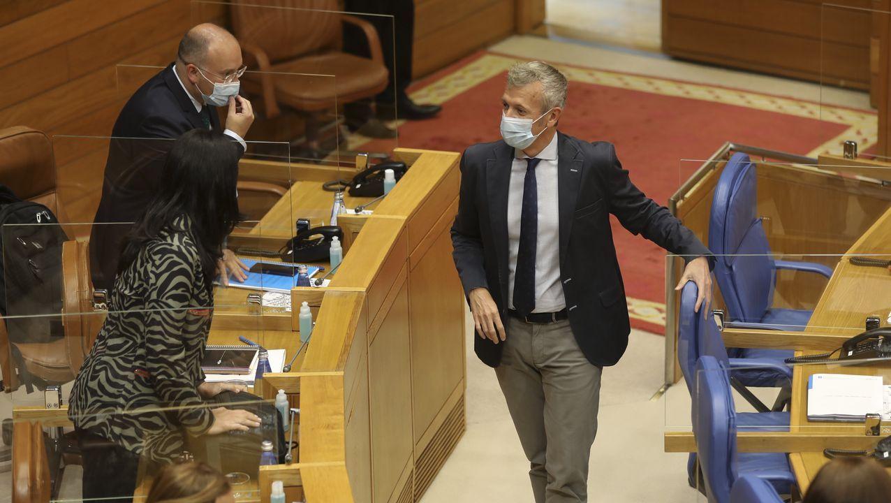 Rueda (derecha), Tellado y Paula Prado, ayer, en el Parlamento