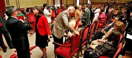 El rector y el alcalde dieron la bienvenida a los alumnos del curso de español para extranjeros.