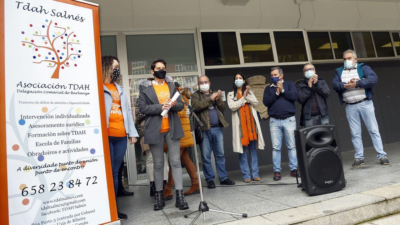 Las enfermeras del centro de salud de Ribeira comenzaron ayer a realizar los primeros test rápidos de antígenos