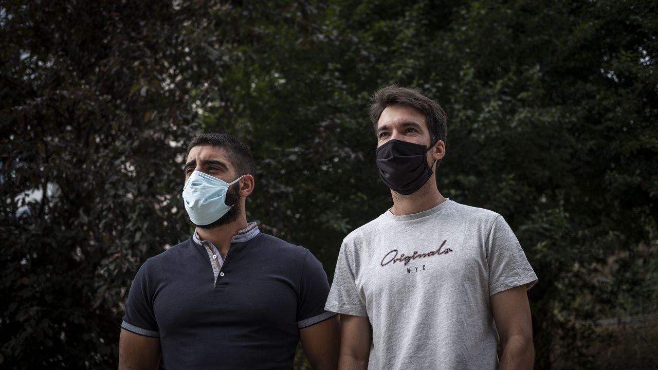 Diego Rivero y Cristóbal Medeiros, dos bomberos que trataron de socorrer al hidroavión accidentado