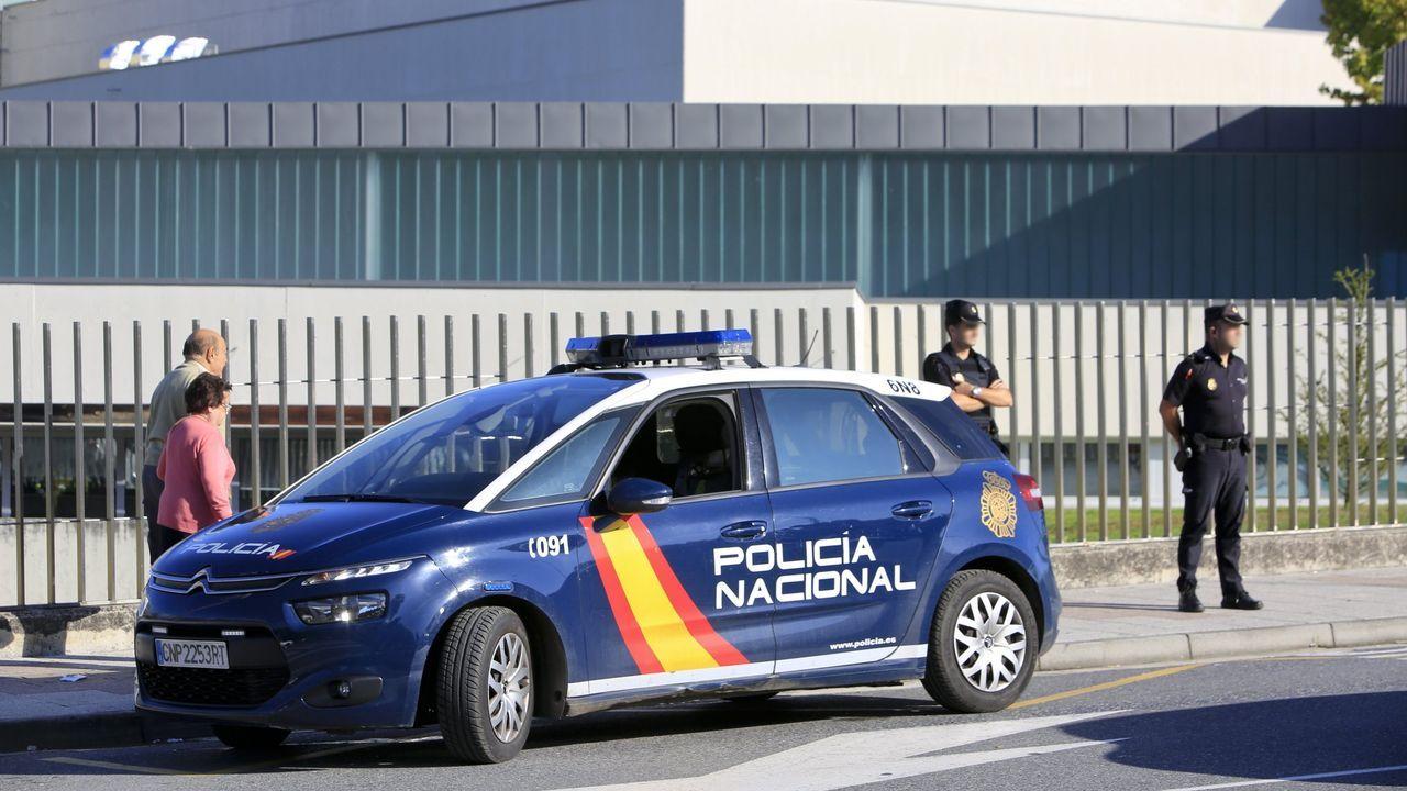 Llegada a puerto del alijo de los narcos de Arousa: 4.500 kilos.Policía Local de Avilés