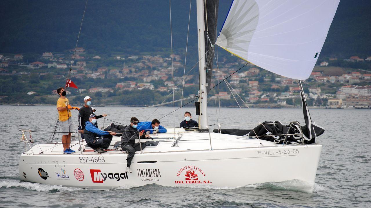 El Orión, vencedor final absoluto, llegando a Marín