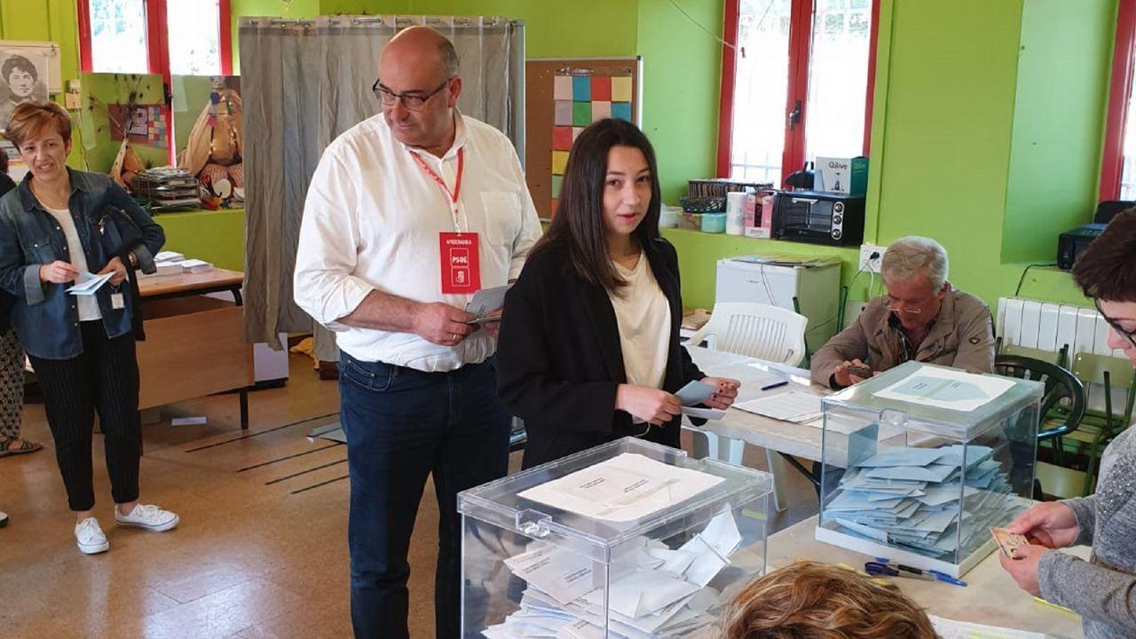 Alberto González Fernández, alcalde de Valdoviño, en el colegio electoral