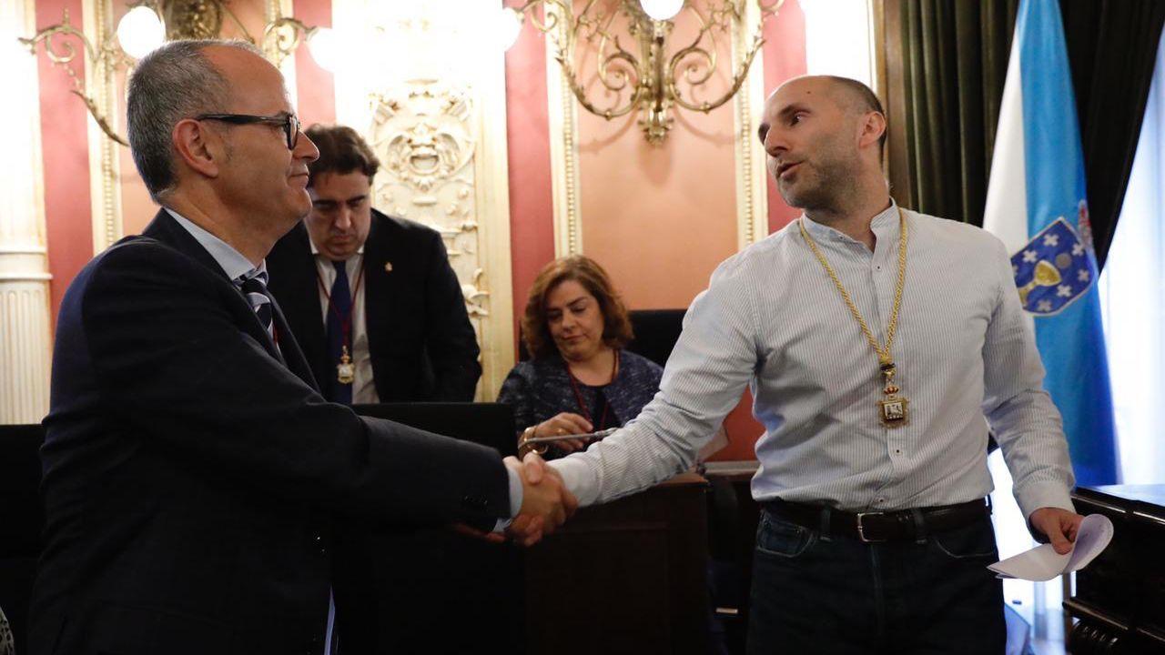 Jesús Vázquez y Gonzalo Pérez Jácome el día de la investidura de este último como alcalde de Ourense
