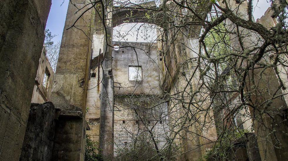 Ruinas del antiguo cargadero de las minas de la paroquia monfortina de Freixo
