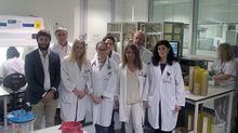 Responsables del servicio del laboratorio de microbiología y de UCI del HUCA.Responsables del servicio del laboratorio de microbiología y de UCI del HUCA