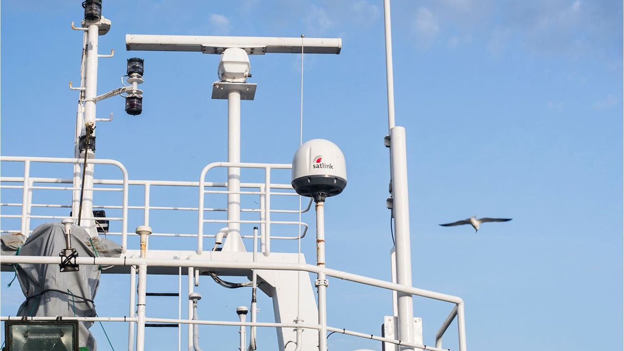 Uno de los sistemas de telecomunicaciones vía satélite de Satlink para pesqueros