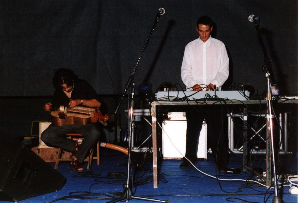 <span lang= es-es >Electrónica</span>. Raúl Almenara e José Manuel Sálamo, experimentando con CMA.