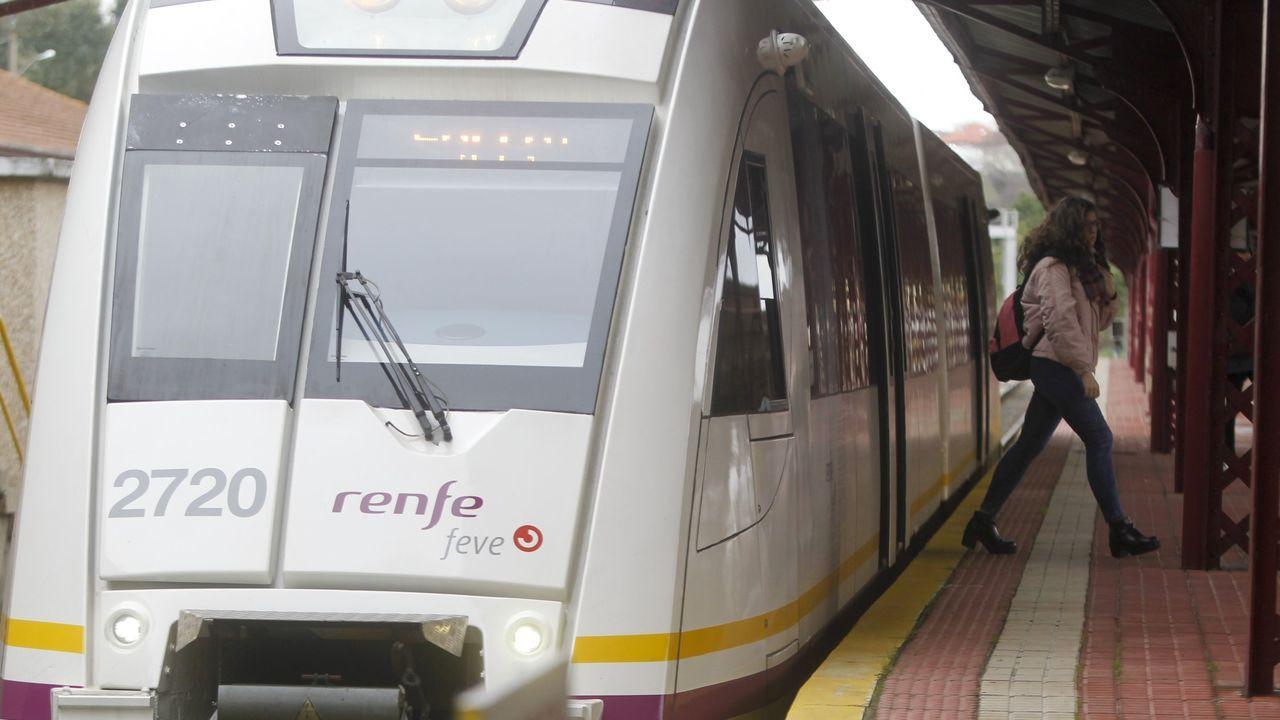Cargos del PP delante de la estación de tren de Lugo para reclamar mejoras ferroviarias en la provincia