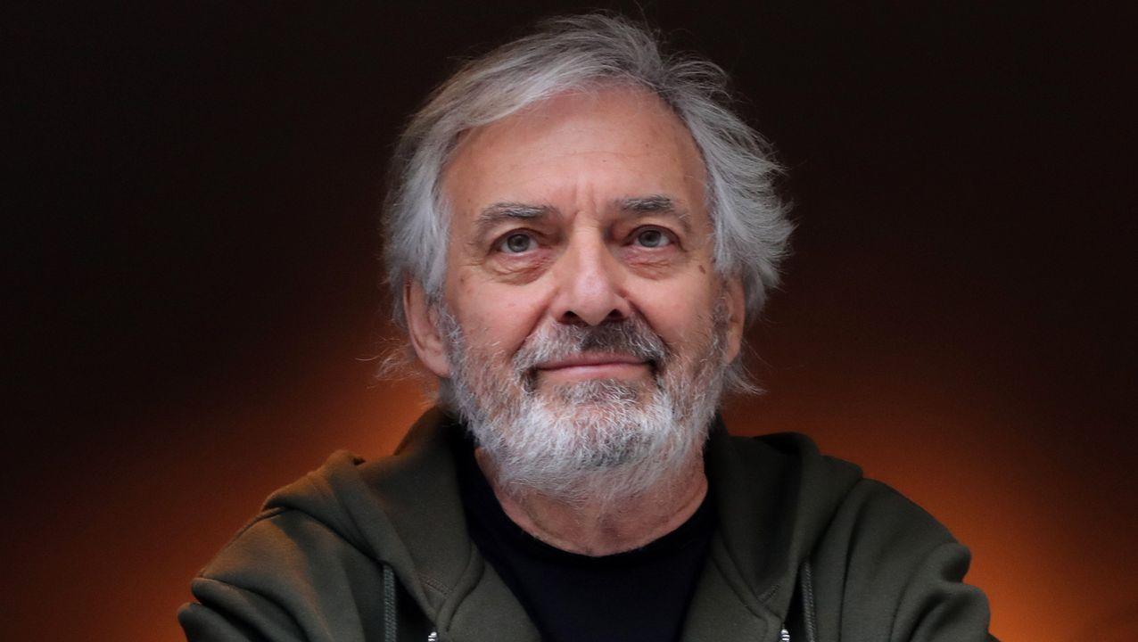 El escritor francés Jean-Paul Dubois posa en el restaurante Drouant tras ganar el premio Goncourt 2019