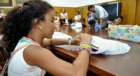 El consistorio de A Estrada acogió ayer la despedida a los niños saharauís.