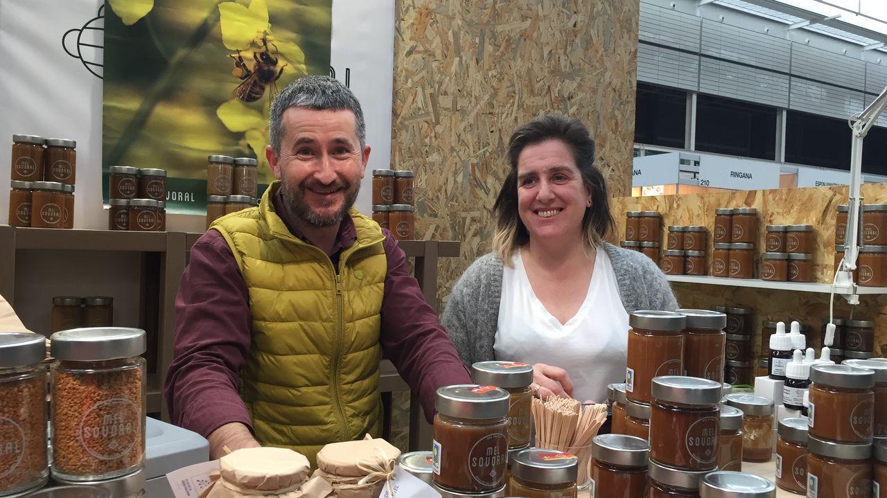 Óscar y Lucía en su puesto de la última feria Biocultura celebrada en A Coruña