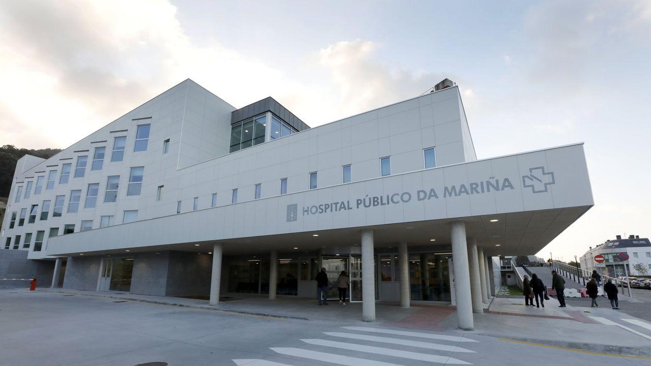 Colas para PCR en el Hospital Público da Mariña, en Burela, en imagen de archivo