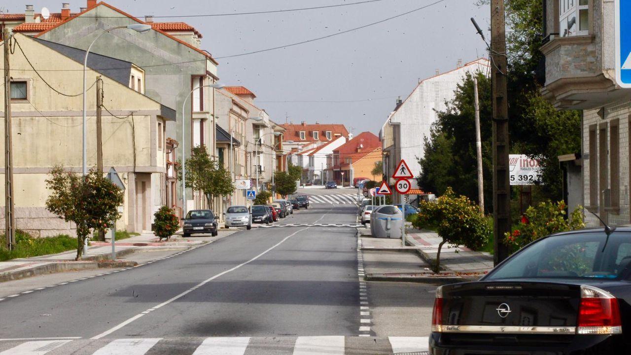 Avenida da Ponte, en A Illa, desierta por el confinamiento