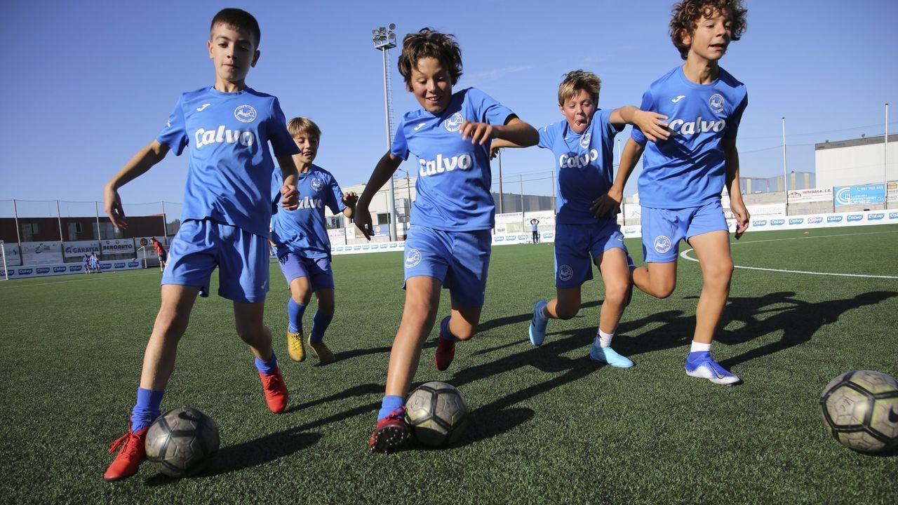 Los campos de fútbol en Galicia siguen sin arreglar sus peligrosas vallas.Edgar González, en El Requexón