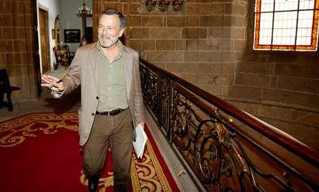 El instituto de las mujeres sobresalientes.Agustín Hernández guarda con celo la estructura y organización del nuevo ejecutivo local.