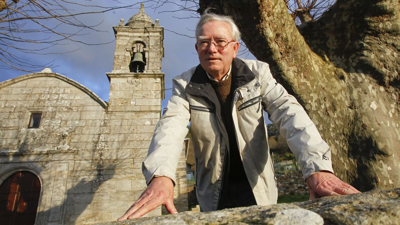Andrés Sardina Aneiros también cría gallinas en su finca de Esteiro, para la producción de huevos ecológicos