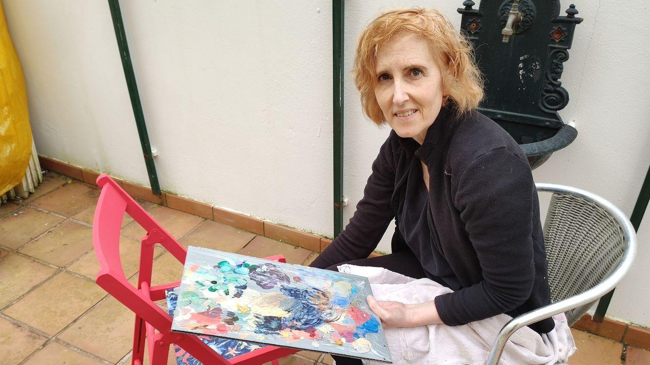 Una fuerte tormenta de viento y agua levanta parte de la cubierta del instituto Río Cabe.Marta Barros, en la terraza de su casa, pintando una silla para el cine Adriano