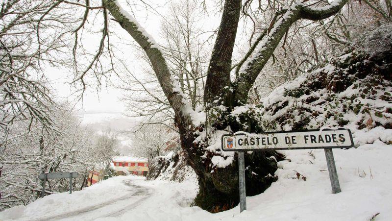 Copiosas nevadas en las últimas horas.La presentación de los datos del Observatorio Económico de la Diputación tuvo lugar en Castro Caldelas