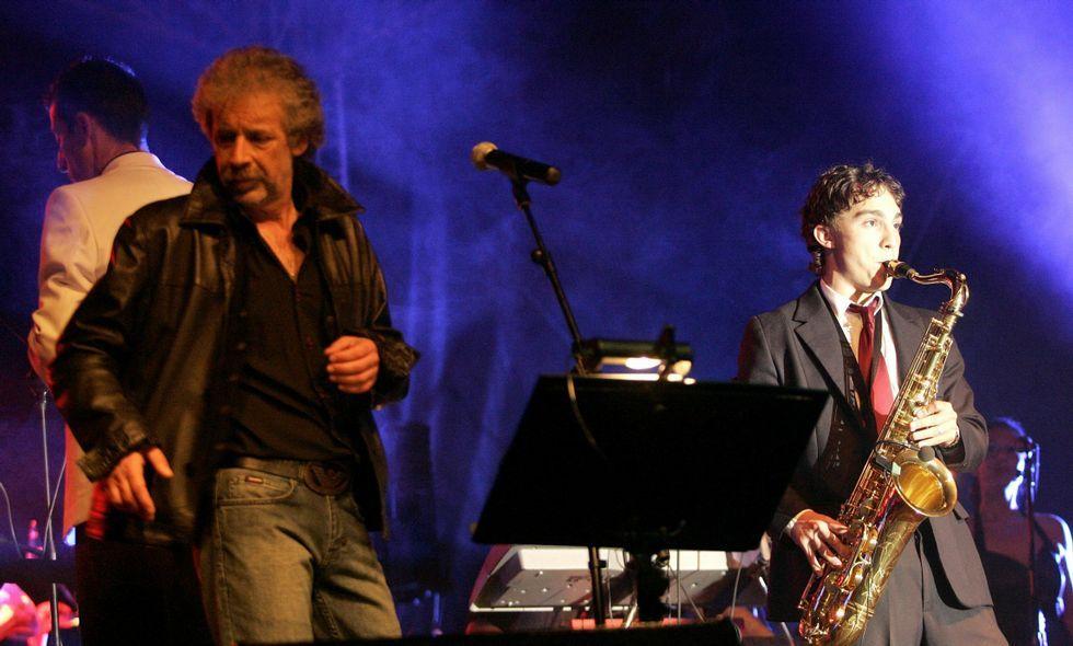 El grupo 7Setenta durante una de sus múltiples actuaciones en Vilagarcía de Arousa.