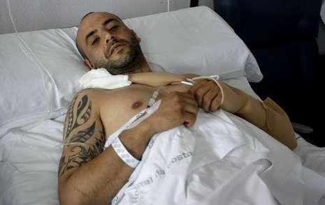 Comienzan las obras de mejora en el tramo accidentado de la A-8.Alberto Fidalgo González, que tiene una doble fractura de pelvis, recordó ayer desde el hospital los detalles del accidente.