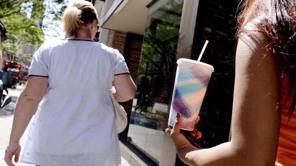 Montoro: «La vida sigue».La diputada de Podemos Lorena Gil; el portavoz del grupo parlamentario de Podemos, Emilio León; el presidente del Principado Javier Fernández, y la consejera de Hacienda y Sector Público, Dolores Carcedo.