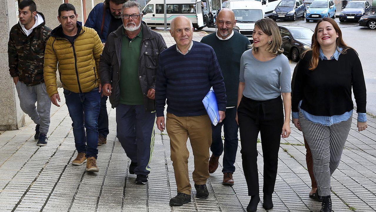 Muñoz abronca al gobierno de Caballero por las cuentas de Vigo.Gente de compras por la calle Príncipe, en Vigo.