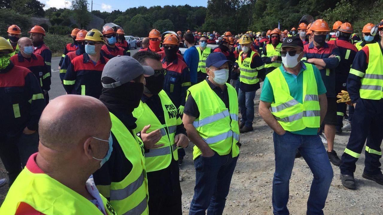 Cientos de profesionales de la fábrica participan en esta nueva batalla de la guerra por los empleos del aluminio