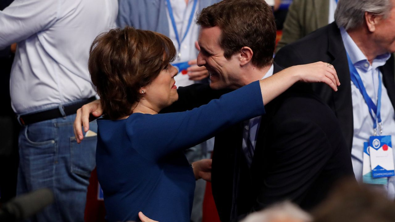 Soraya Sáenz de Santamaría y Pablo Casado, esta mañana, a su llegada al Congreso del PP del que saldrá el sucesor de Rajoy.