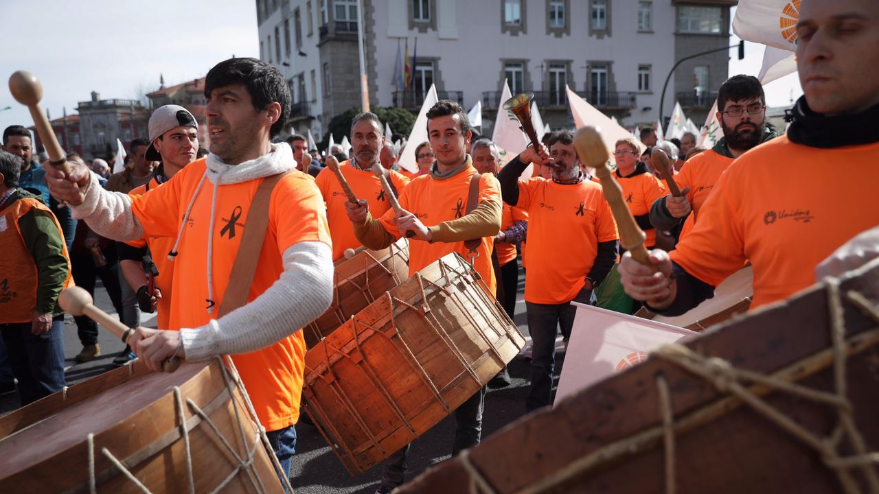 Comadres.En la praza Maior de Ourense hubo guerra de comadres