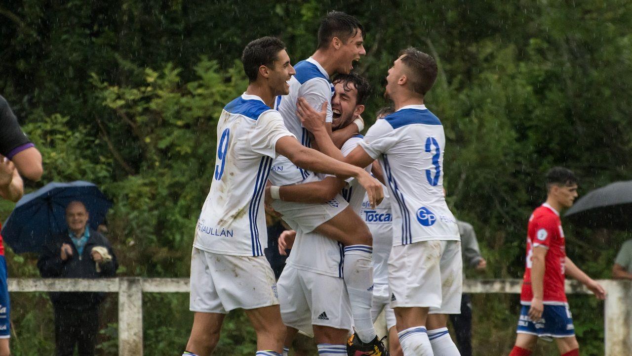 Fagir, Eloy, Orviz y Pacoli celebran un gol del Praviano