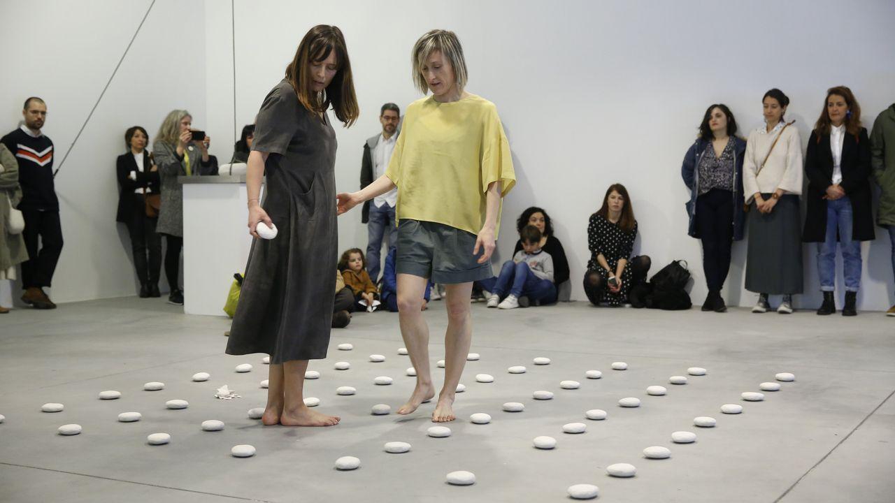 «Lítica» abre con una performance.A mostra sobre Antonio Fraguas inaugurouse onte en Santiago