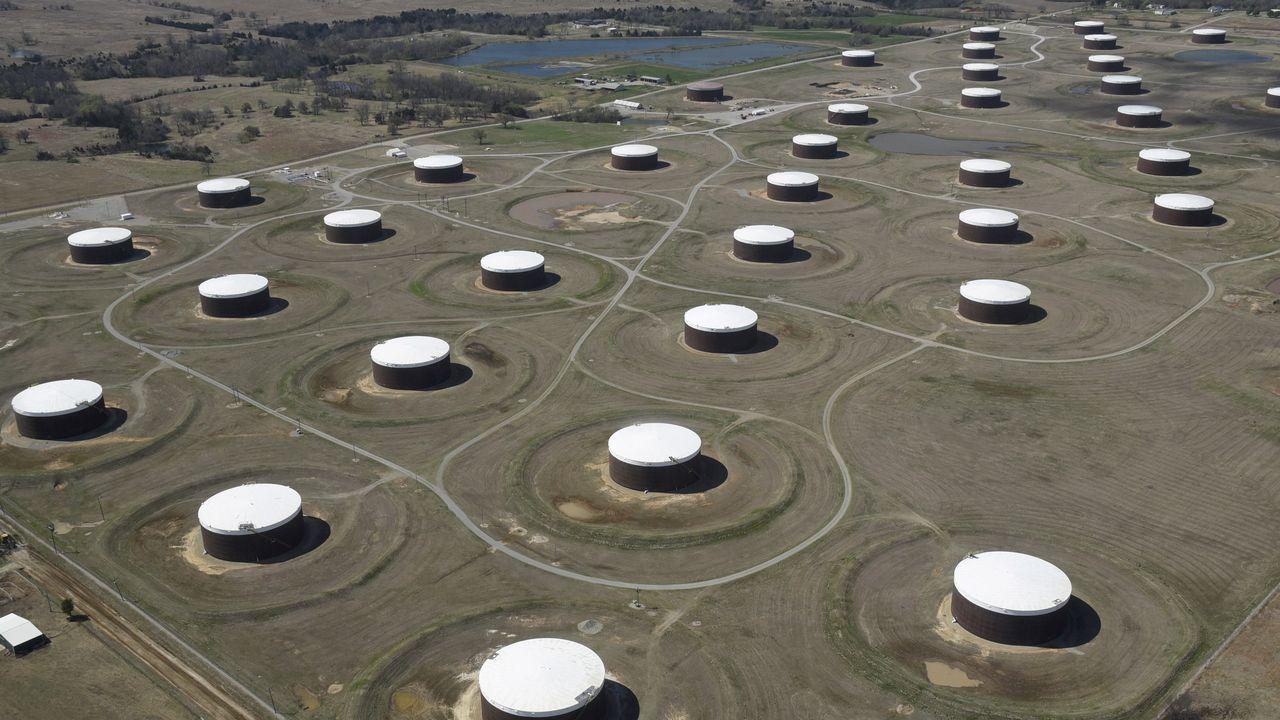 Medidas de seguridad por el regreso al trabajo presencial durante la crisis del coronavirus en la refinería Repsol de Bens.