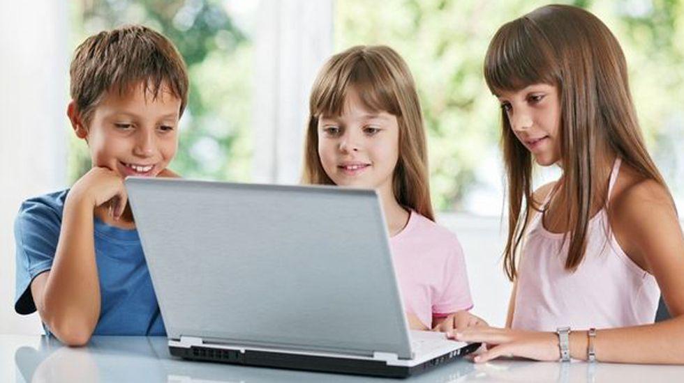 Menores con un portátil