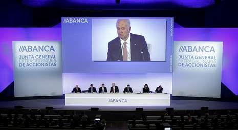 Un momento de la junta extraordinaria de accionistas para integrar el Etcheverría en Abanca.