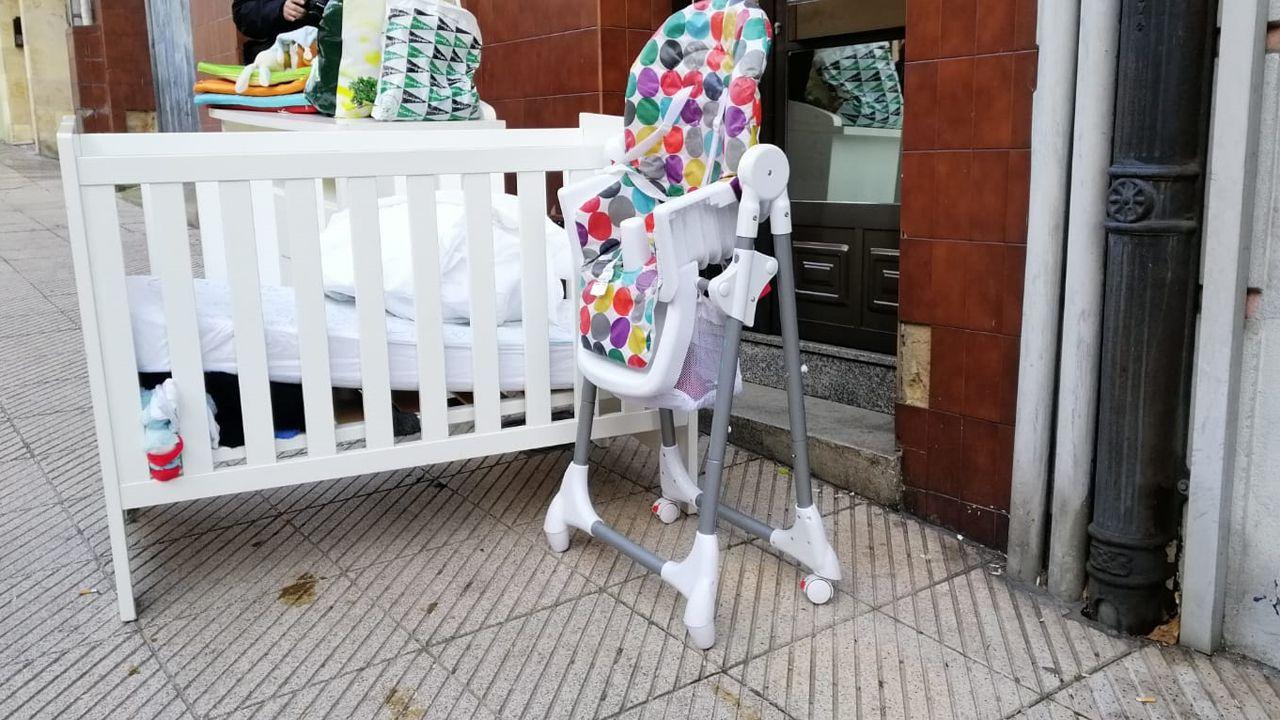 Desahucio enLa Tenderina.La PAH paraliza un desahucio en Oviedo