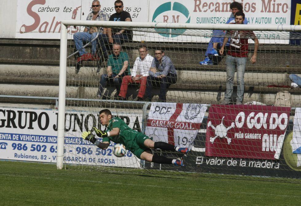 Edu detuvo su quinto penalti de la temporada el pasado domingo en A Lomba.