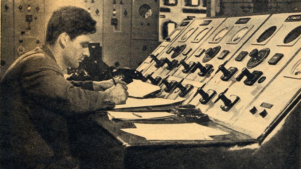 Pupitre de mandos de una de las salas de cuadros de la central