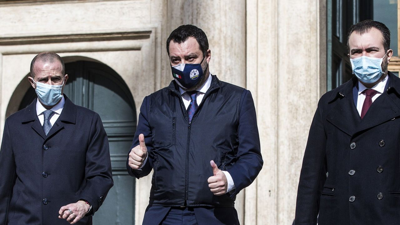 Los choqueiros se disfrazan en casa.Matteo Salvini sale de la reunión con Draghi en la Cámara de Diputados