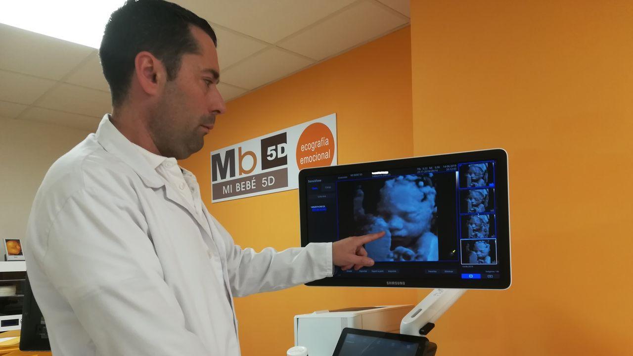 Una mujer demanda a la prisión de Denver por dar a luz dentro de una celda sola sin asistencia médica.Una mujer dándole el pecho a su bebé