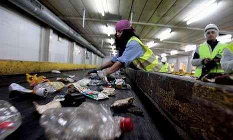 Imagen del proceso de separación de basura en Nostián.