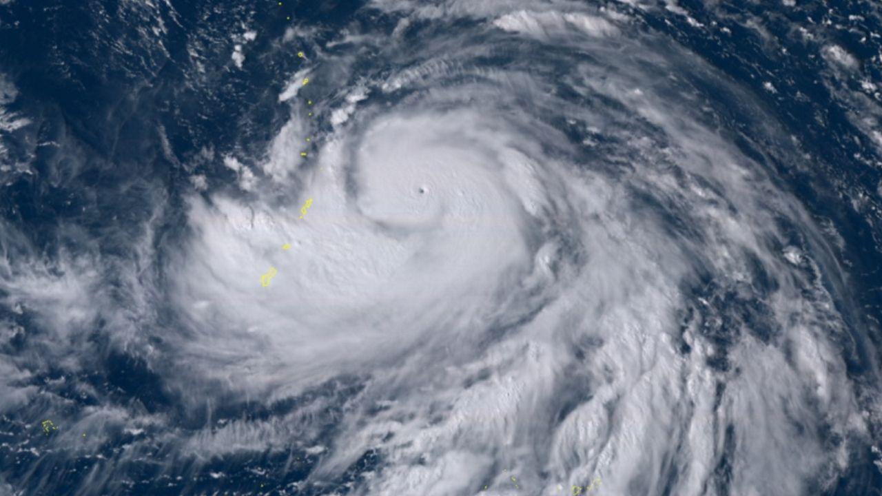 Alerta por lluvias para este domingo en Galicia.Os aneis de Saturno fotografados pola sonda Cassini