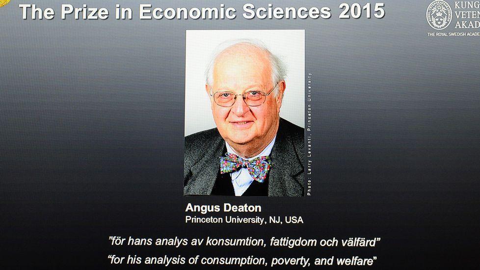 Angus Deaton, Nobel de Economía 2015.Ameixeiras, no centro da imaxe, na presentación en Ourense