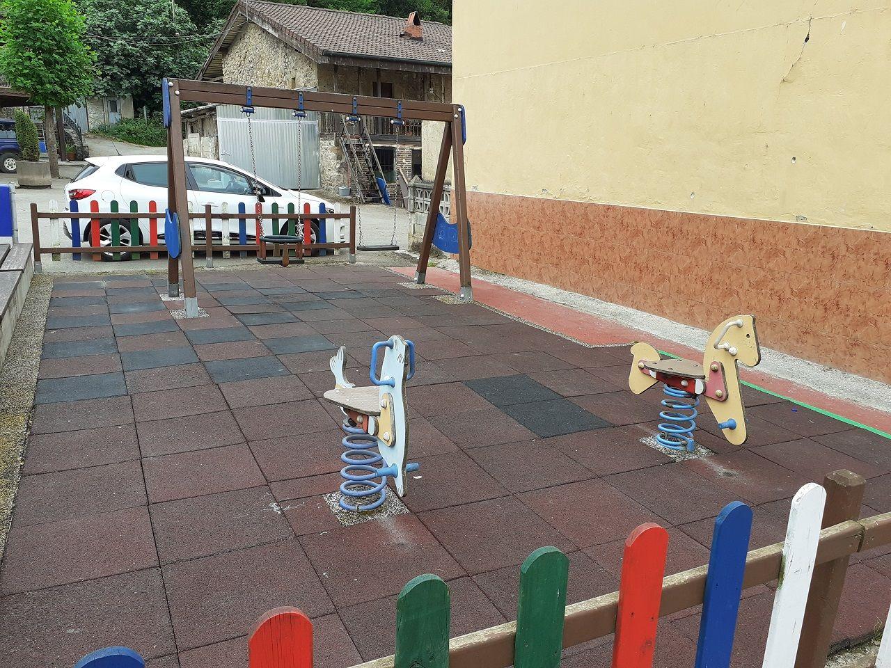 Estado actual del parque infantil de Anieves